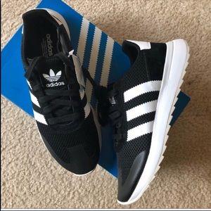 Adidas originals flashback sneakers in black white